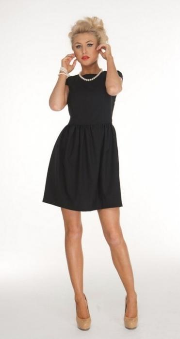 Платье черное классическое